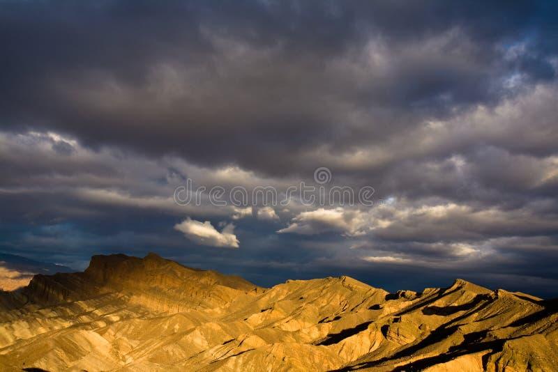 Nascer do sol dramático de Death Valley foto de stock