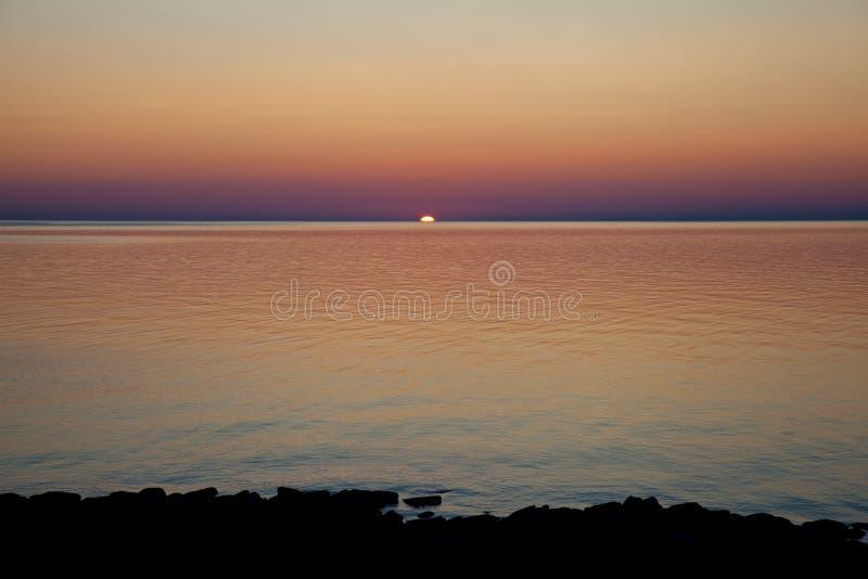 Nascer do sol dramático no Lago Huron, Canadá imagem de stock