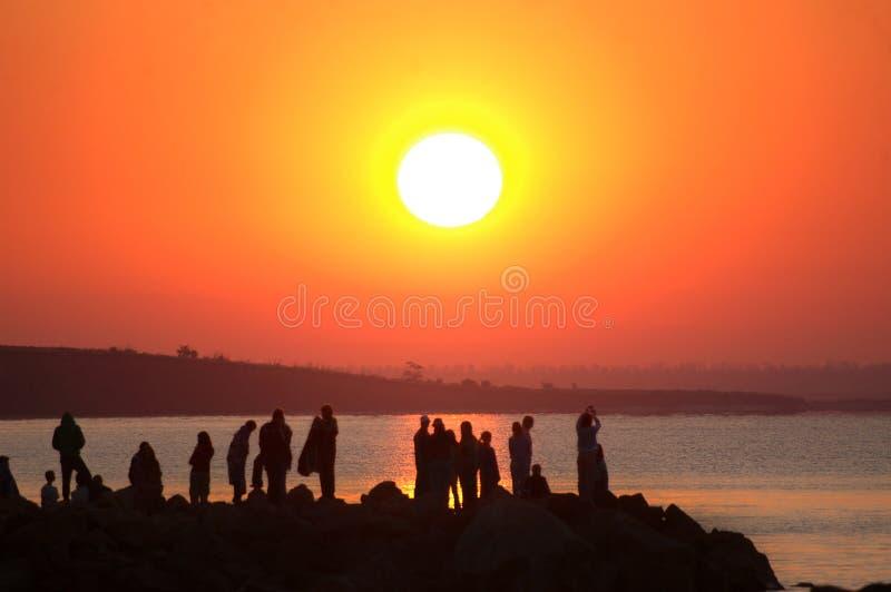 Nascer do sol e povos fotos de stock