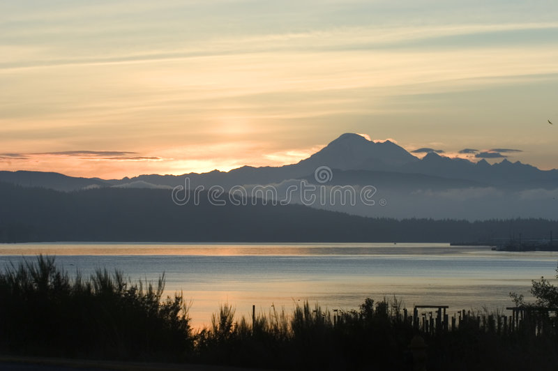 Nascer do sol em Anacortes, Washington fotografia de stock royalty free