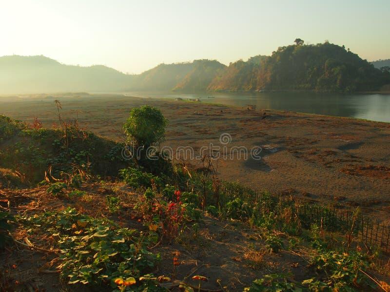 Nascer do sol em Burma imagens de stock