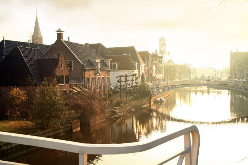 Nascer do sol em Dokkum. Países Baixos. fotos de stock