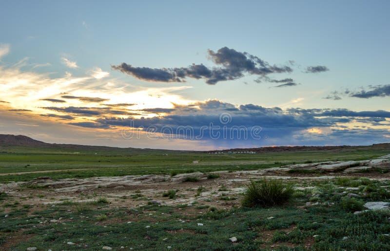 Nascer do sol em estepes Mongolian imagem de stock royalty free