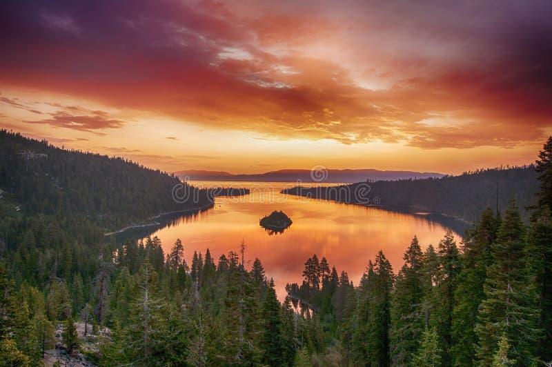 Nascer do sol em Lake Tahoe imagem de stock