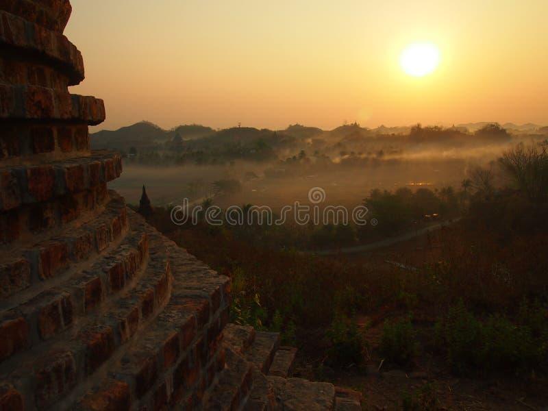 Nascer do sol em Mrauk U fotografia de stock