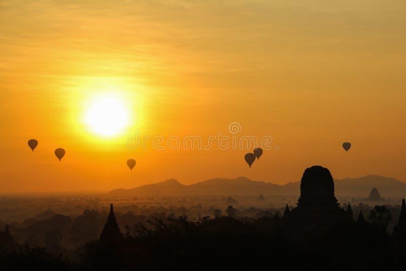 Nascer do sol em Myanmar fotografia de stock royalty free