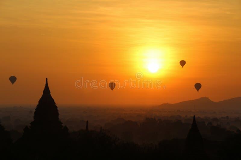 Nascer do sol em Myanmar imagem de stock