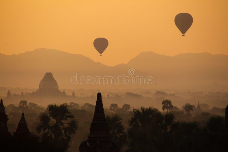 Nascer do sol em Myanmar fotos de stock royalty free