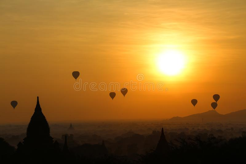 Nascer do sol em Myanmar foto de stock royalty free