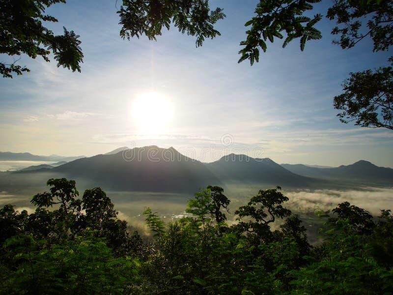 Nascer do sol em Phutok, loei, Tailândia foto de stock royalty free