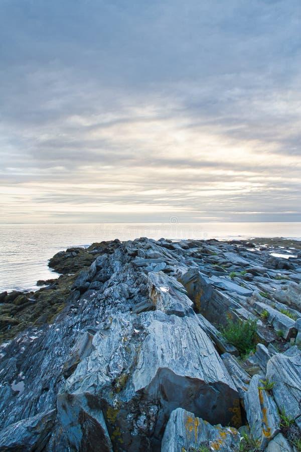 Nascer do sol em Rocky Coast de Maine fotografia de stock royalty free