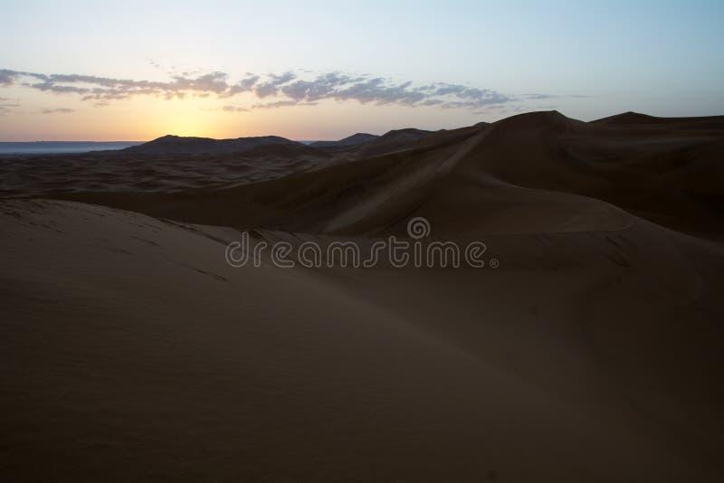 Nascer do sol em Sahara Desert, Marrocos marrocos África imagem de stock royalty free