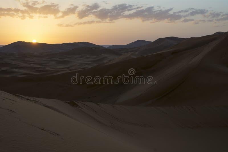 Nascer do sol em Sahara Desert, Marrocos marrocos África foto de stock royalty free