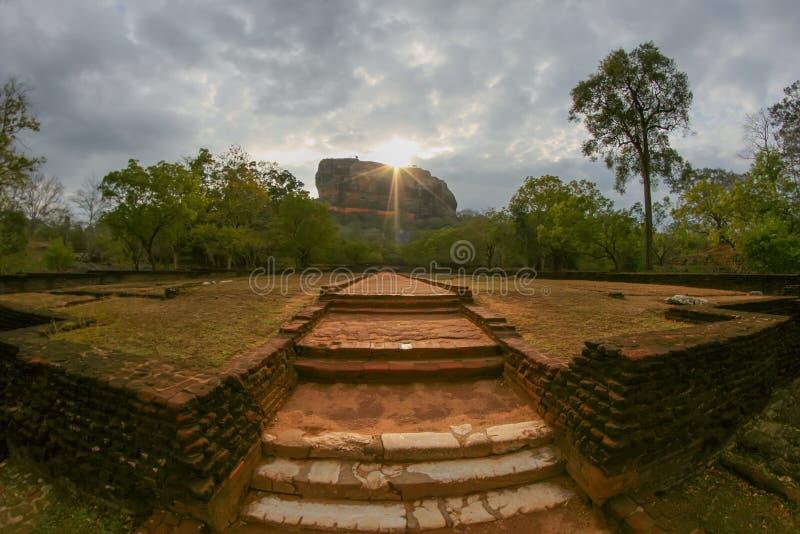 Nascer do sol em Sigiriya imagem de stock royalty free