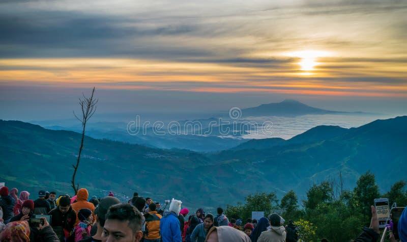 Nascer do sol em Sikunir em Dieng Wonosobo imagens de stock royalty free