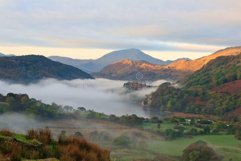 Nascer do sol em Snowdonia imagem de stock