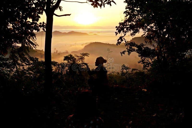 nascer do sol enevoado de Mrauk U, estado de Rakhine, Myanmar, Burma imagem de stock royalty free
