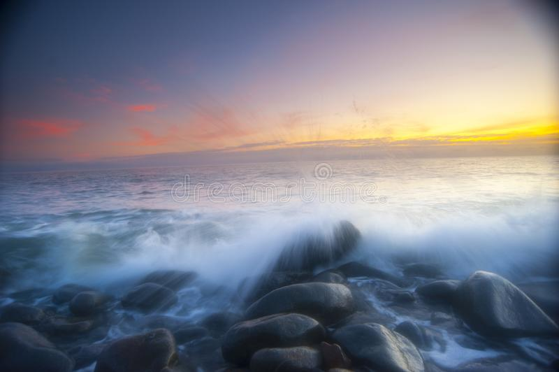Nascer do sol fora dos montes de pedras, Austrália imagem de stock royalty free