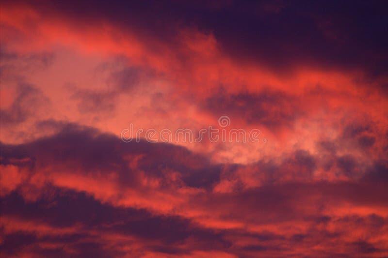 Nascer do sol impetuoso fantástico fotos de stock royalty free