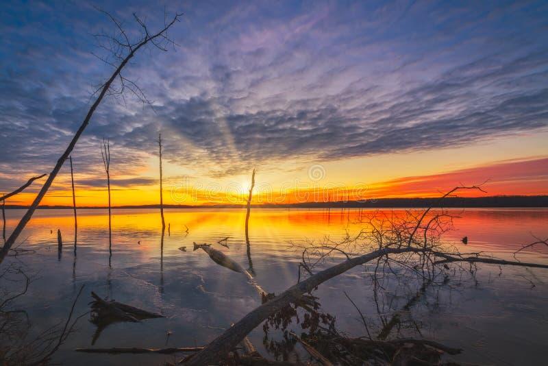 Nascer do sol lindo no reservatório de Manasquan em New-jersey fotografia de stock royalty free