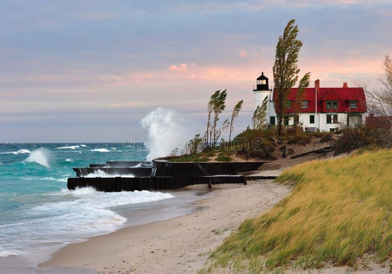 Nascer do sol Michigan do farol de Betsie do ponto, EUA fotografia de stock