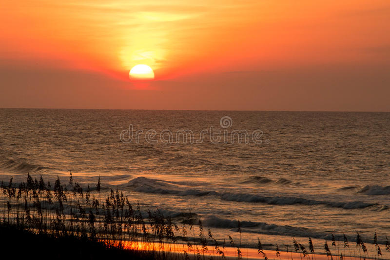 Nascer do sol na costa foto de stock royalty free