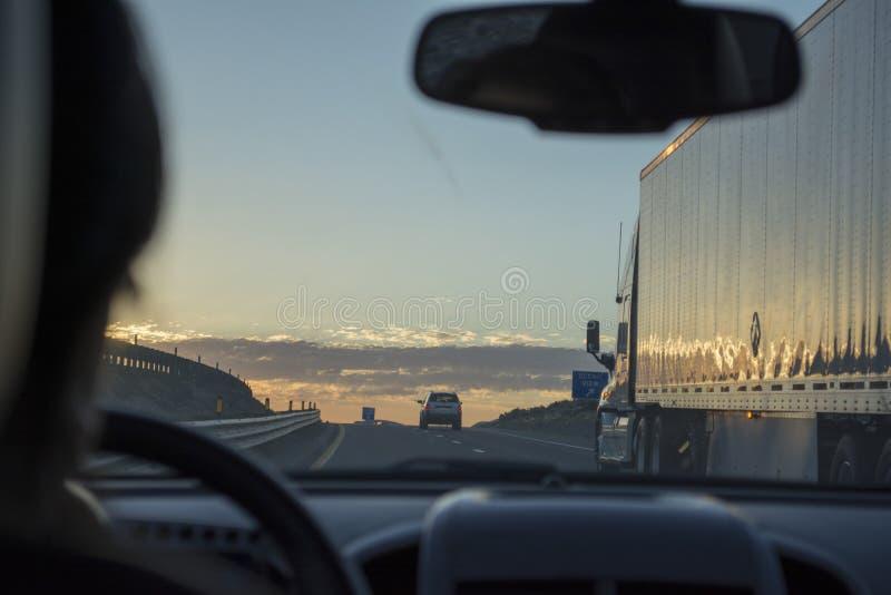 Nascer do sol na estrada imagens de stock