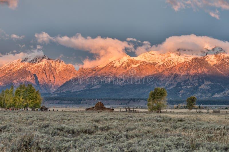 Nascer do sol na fileira do mórmon em Teton grande fotografia de stock royalty free