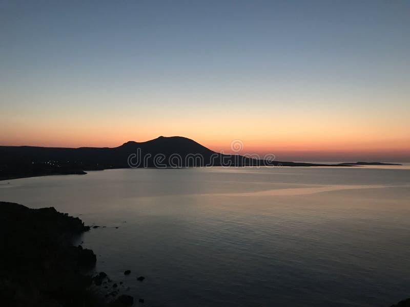 Nascer do sol na ilha de Kythera, Grécia imagens de stock