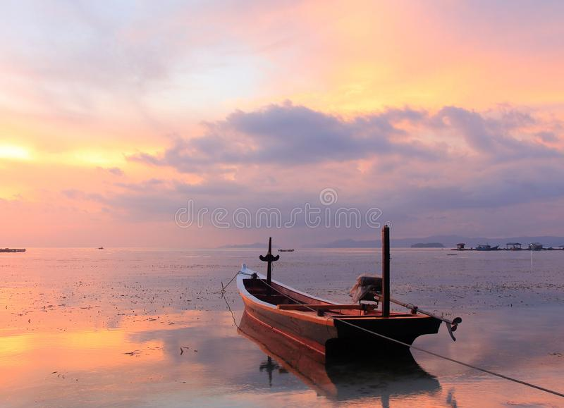 Nascer do sol na ilha de Pahawang foto de stock