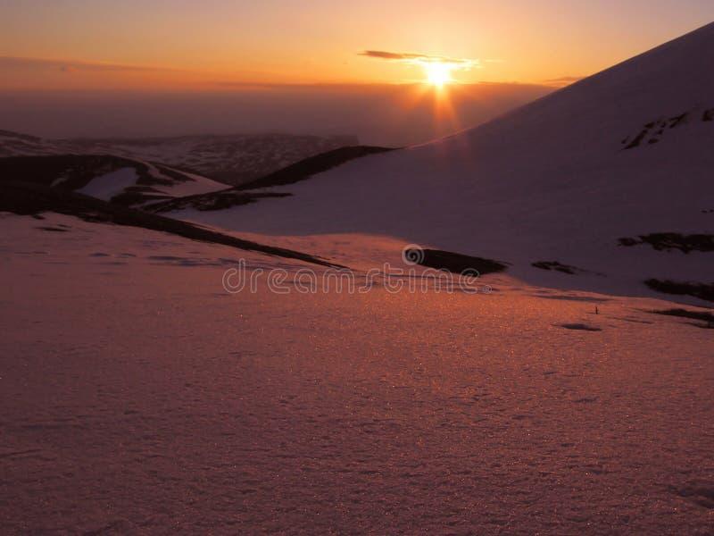 Nascer do sol na montanha foto de stock royalty free