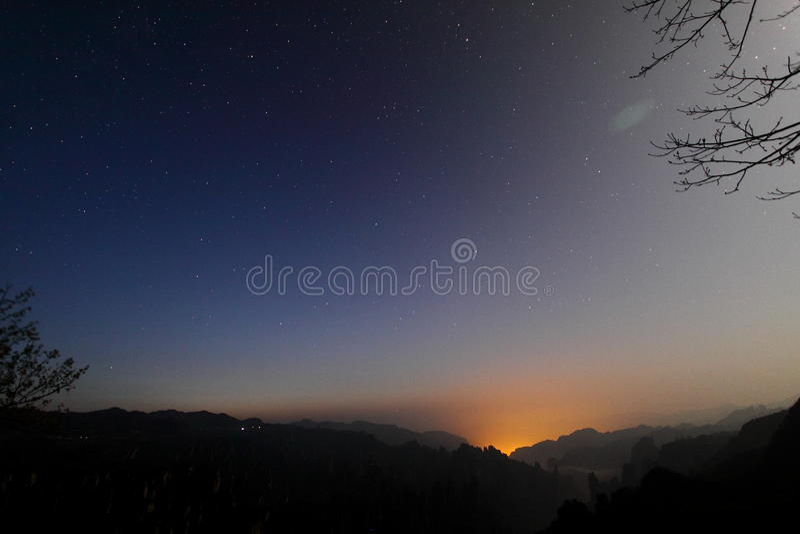 Nascer do sol na montanha de Tianzi fotografia de stock