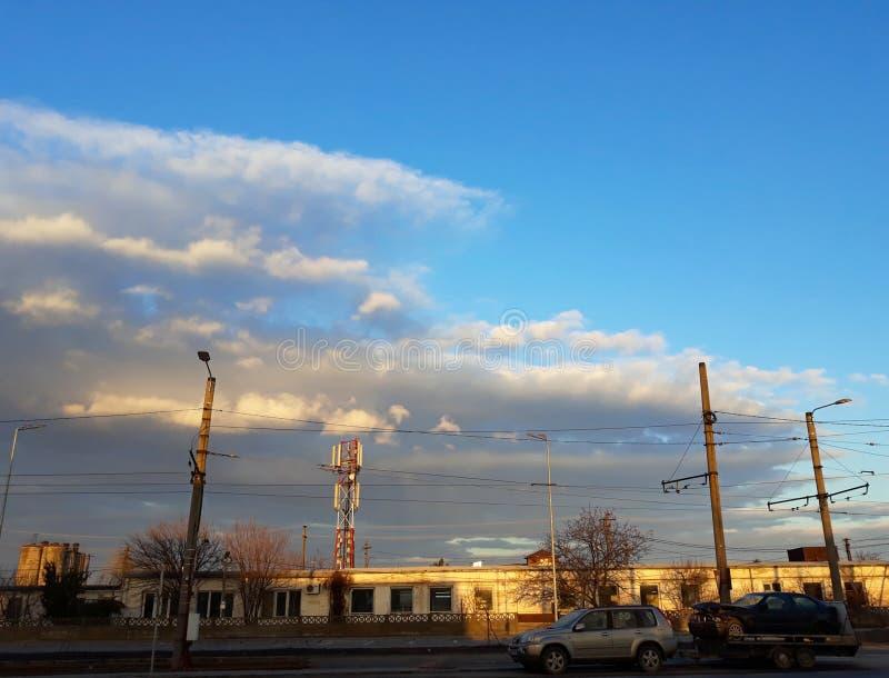 Nascer do sol na paisagem industrial - cidade de Arad, Romênia foto de stock royalty free