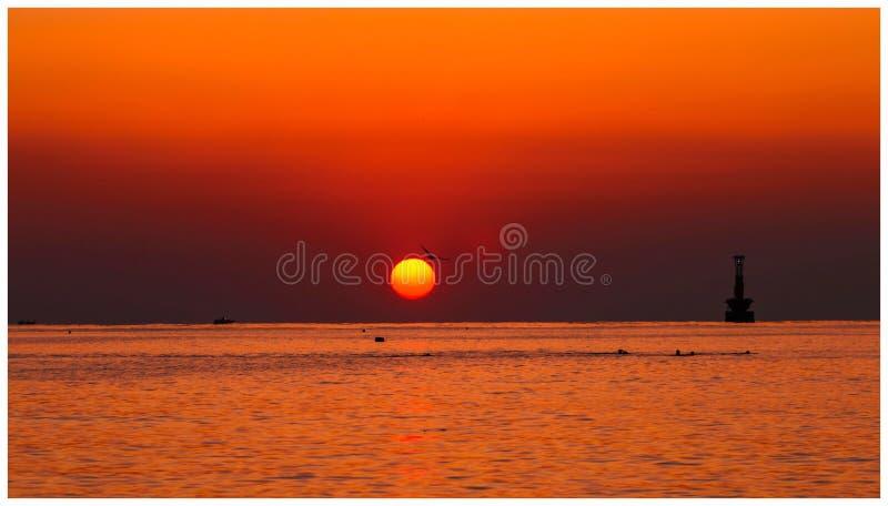 Nascer do sol na praia de Haeundae imagem de stock