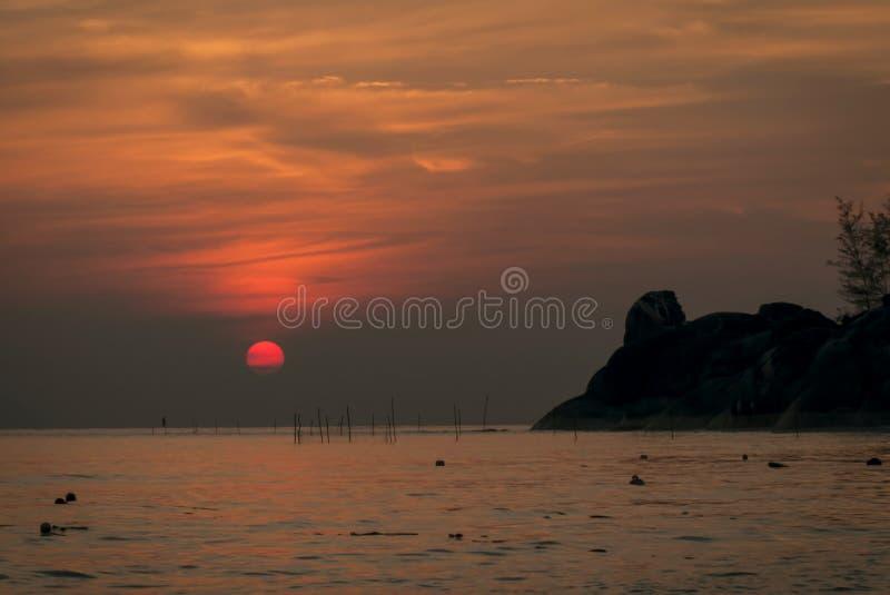 Nascer do sol na praia de Kaoseng, Songkhla, Tailândia fotografia de stock royalty free