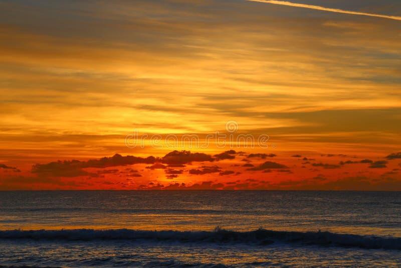 Nascer do sol na praia do paraíso dos surfistas, Austrália fotos de stock