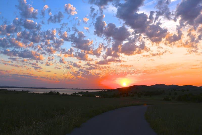 Nascer do sol nebuloso de Oklahoma foto de stock