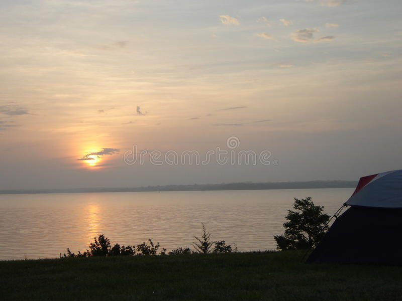 Nascer do sol no acampamento fotos de stock