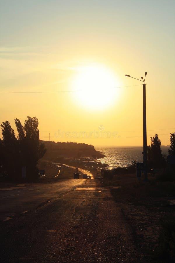 Nascer do sol no clima de tempestade acima de um mar em Crimeia imagem de stock