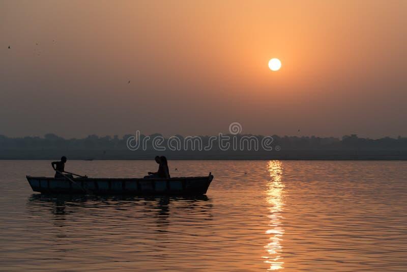 Nascer do sol no Ganges imagens de stock