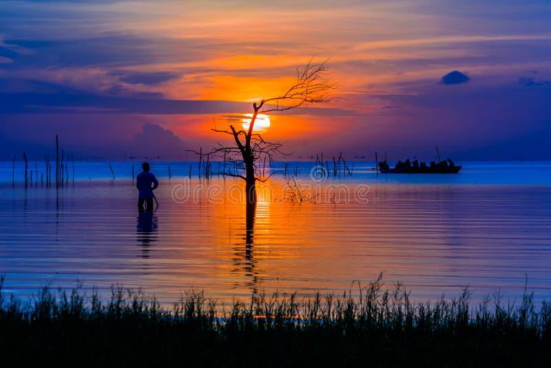 Nascer do sol no lago do songkhla, Pthatthalung Tailândia fotografia de stock