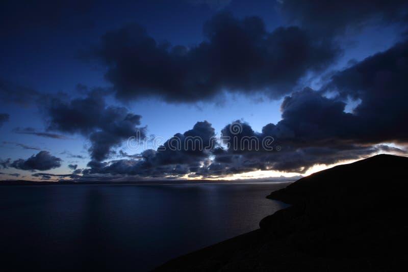 Nascer do sol no lago Namtso fotos de stock royalty free