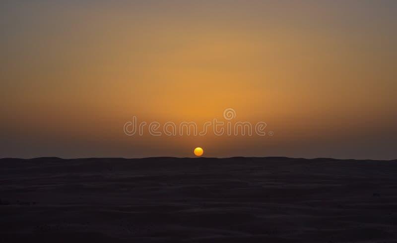 Nascer do sol no meio do deserto fotos de stock
