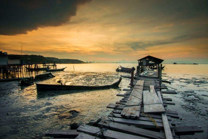 Nascer do sol no molhe de Jelutong fotos de stock royalty free