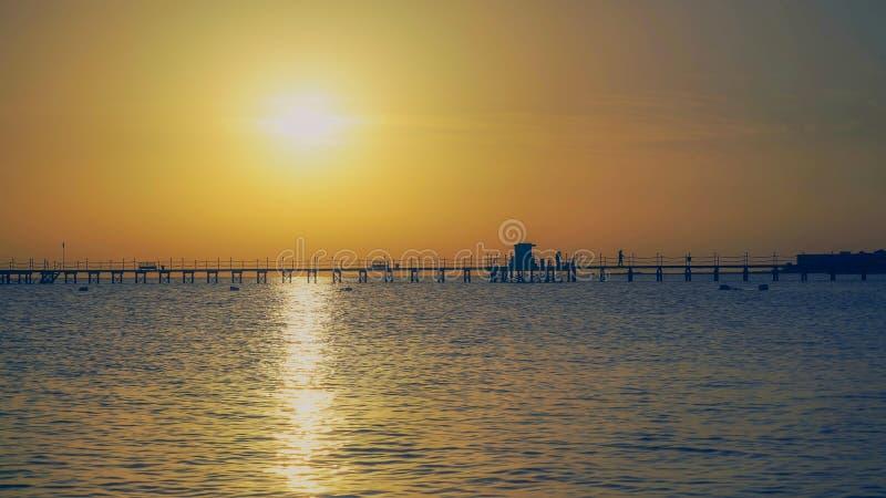 Nascer do sol no Oceano Índico fotografia de stock