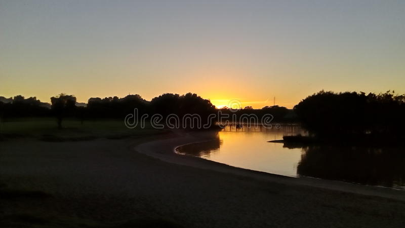 Nascer do sol no rio da cisne imagens de stock royalty free