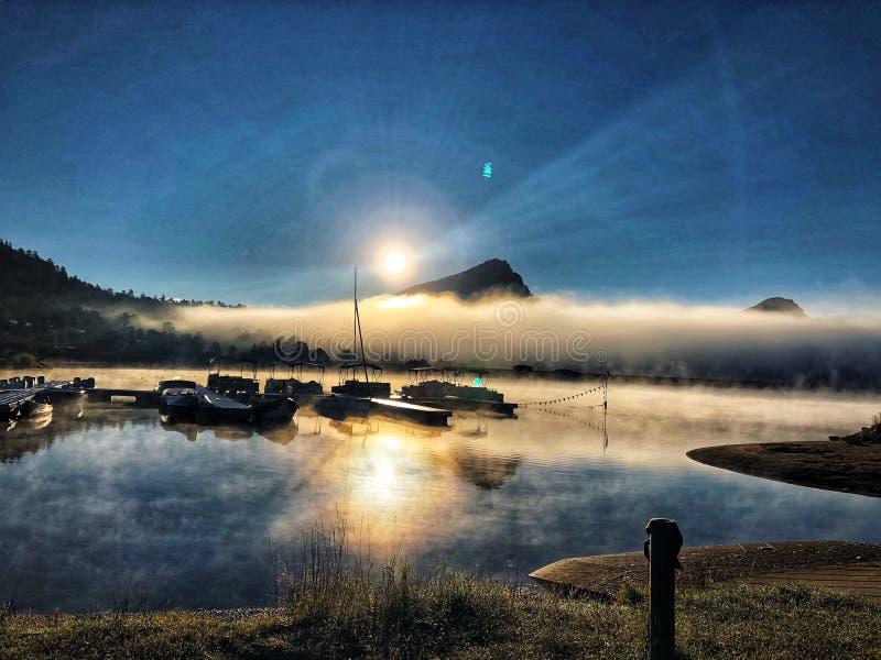 Nascer do sol no rio em Colorado fotografia de stock