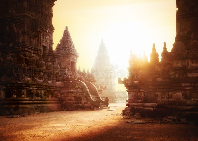 Nascer do sol no templo hindu de Prambanan Java, Indonésia fotografia de stock royalty free