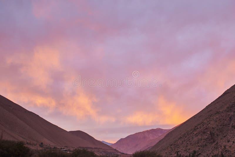 Nascer do sol no vale de Elqui imagens de stock