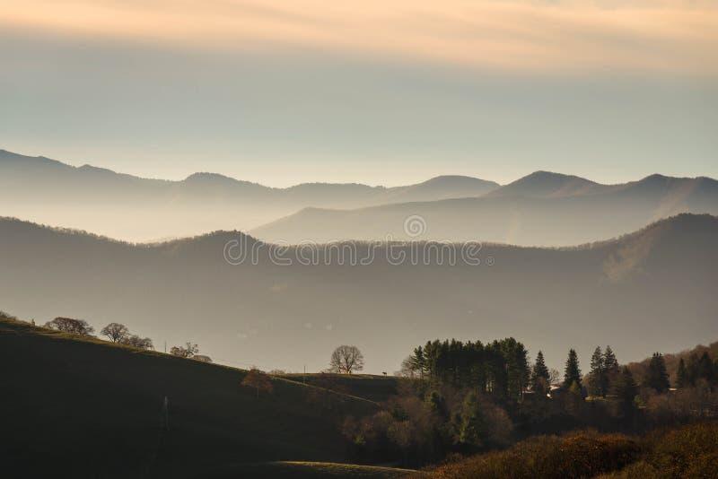 Nascer do sol no vale de Ridge Mountains azul fotografia de stock royalty free